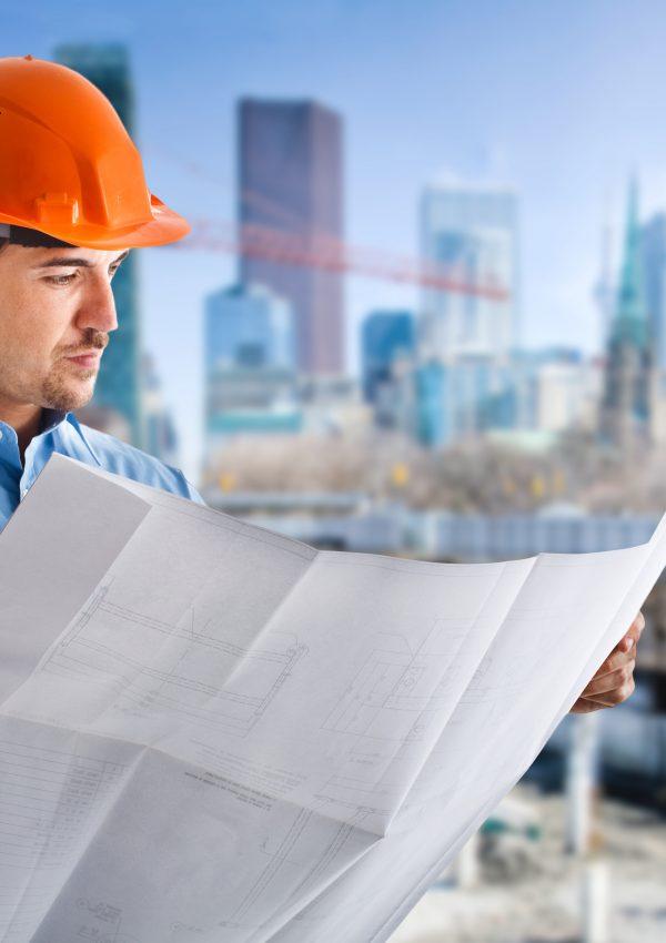 imagem de homem na construcao