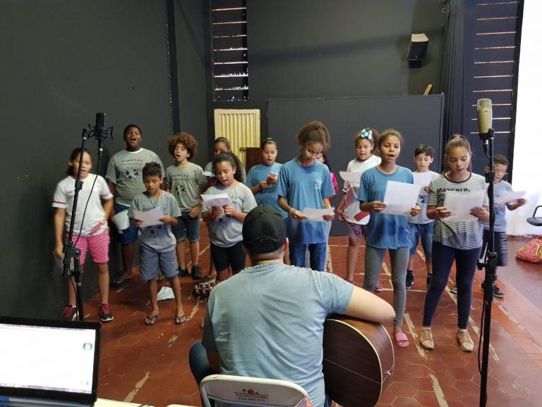 Crianças de entidades ensaiam Cantata de Natal