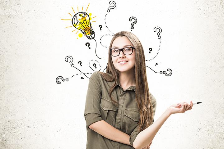 Como ser empreendedor: menina com ideia e caneta na mão