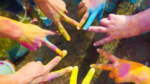 Artes visuais colore a educação com dedos pintados