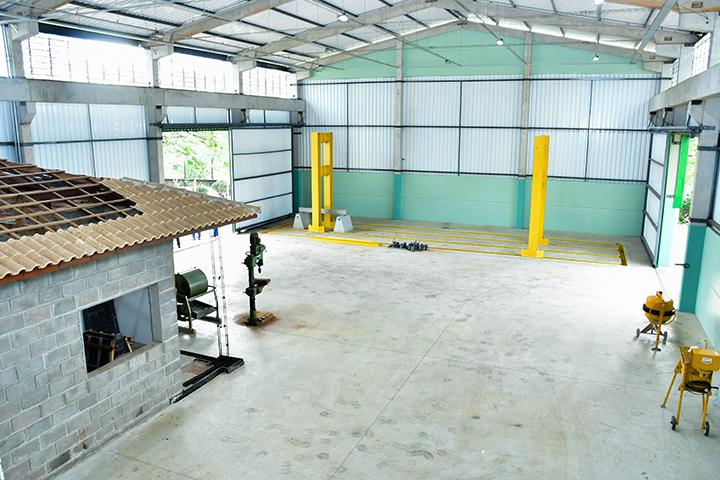 Laboratório de estruturas é top com amplo espaço e equipamentos
