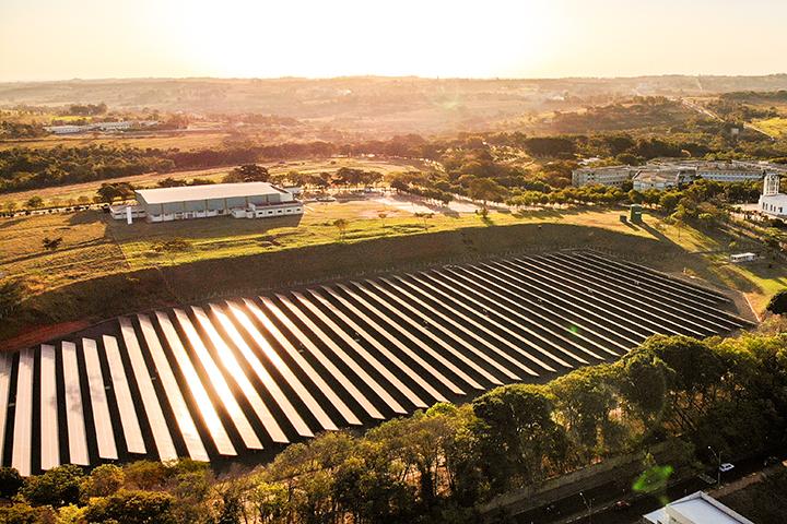 Estrutura top das engenharias tem usina solar da Unoeste